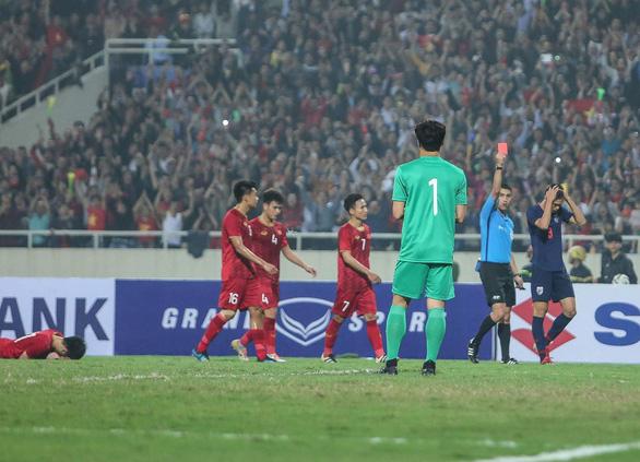 Cầu thủ Thái Lan đấm Đình Trọng bị cấm thi đấu 2 trận, phạt 1.000 USD - Ảnh 1.