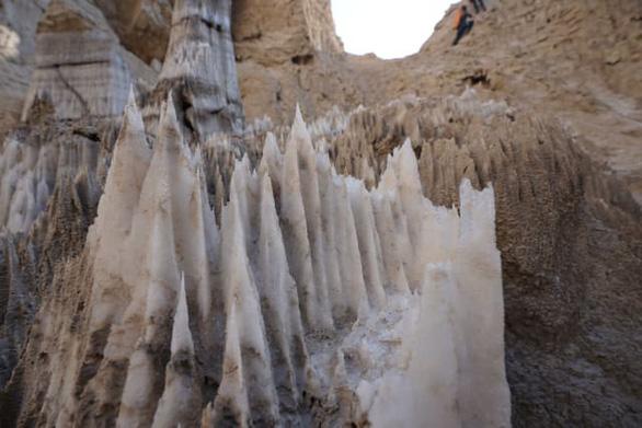 Phát hiện hang động muối dài nhất thế giới - Ảnh 3.