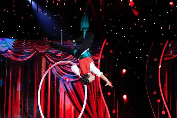 Tái hiện nhạc kịch Greatest Showman, Mạnh Quyền vô địch Tinh hoa hội tụ - Ảnh 5.
