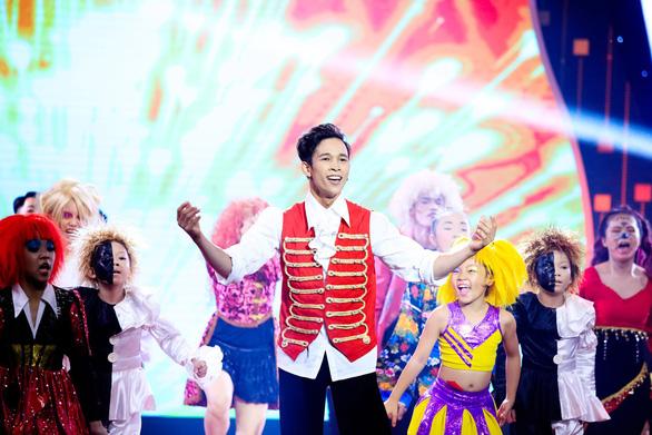 Tái hiện nhạc kịch Greatest Showman, Mạnh Quyền vô địch Tinh hoa hội tụ - Ảnh 1.