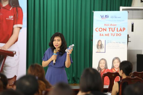 VUS cùng diễn giả Thu Hà (Mẹ Xu Sim) dạy con tự lập - Ảnh 2.