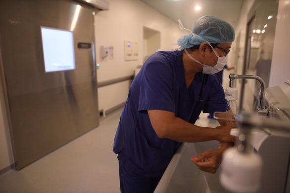 Kiểm soát nhiễm khuẩn kéo giảm tử vong - Ảnh 2.