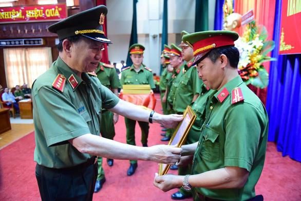 Bộ trưởng Bộ Công an khen thưởng thành tích phá án ma túy tại TP.HCM - Ảnh 1.