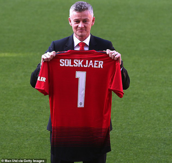 HLV Solskjaer: Việc đầu tiên của tôi là gọi cho ông Alex Ferguson - Ảnh 1.