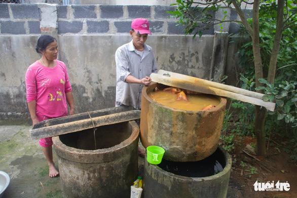 Cách trung tâm huyện vài cây số, hàng ngàn hộ dân khát nước sạch - Ảnh 1.