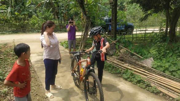 Sẽ bán đấu giá chiếc xe đạp không phanh đi từ Sơn La về Hà Nội - Ảnh 2.