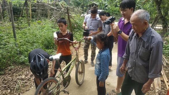 Sẽ bán đấu giá chiếc xe đạp không phanh đi từ Sơn La về Hà Nội - Ảnh 1.