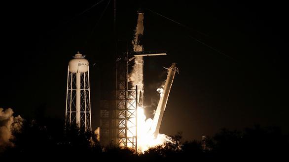 Tàu không gian của tỉ phú Elon Musk lên vũ trụ - Ảnh 2.
