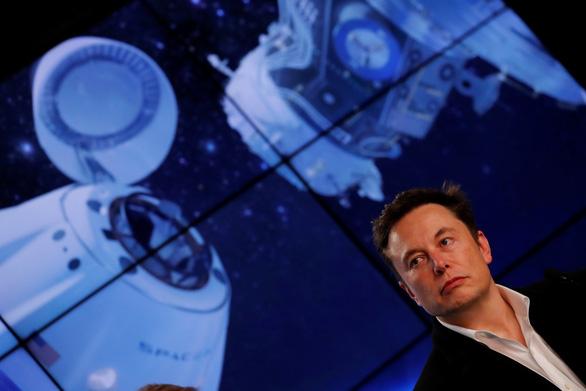Tàu không gian của tỉ phú Elon Musk lên vũ trụ - Ảnh 3.