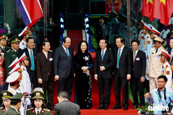 Chủ tịch Kim Jong Un vẫy chào Việt Nam, tàu rời ga Đồng Đăng - Ảnh 15.