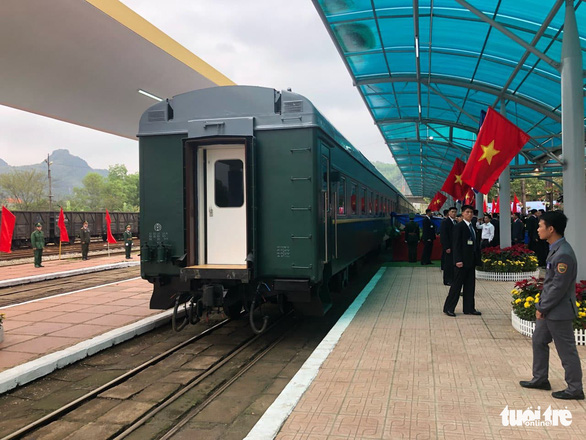 Chủ tịch Kim Jong Un vẫy chào Việt Nam, tàu rời ga Đồng Đăng - Ảnh 5.