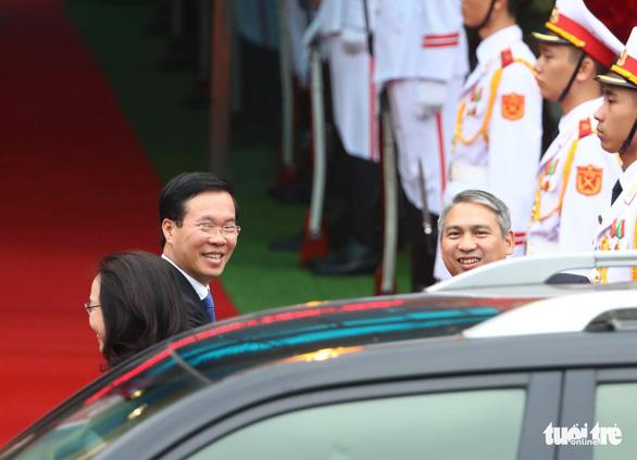 Chủ tịch Kim Jong Un vẫy chào Việt Nam, tàu rời ga Đồng Đăng - Ảnh 13.
