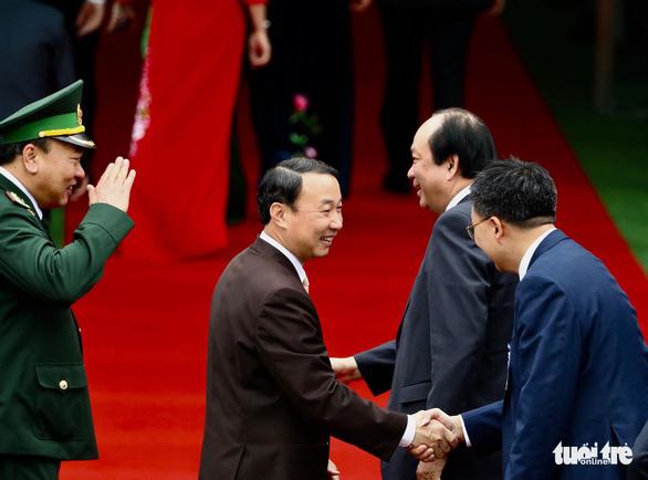 Chủ tịch Kim Jong Un vẫy chào Việt Nam, tàu rời ga Đồng Đăng - Ảnh 14.
