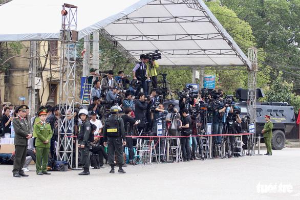 Chủ tịch Kim Jong Un vẫy chào Việt Nam, tàu rời ga Đồng Đăng - Ảnh 27.
