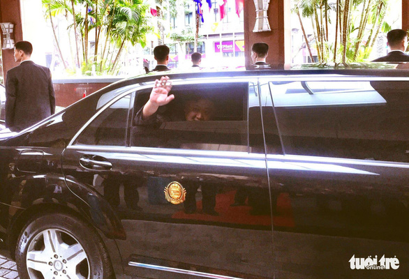 Chủ tịch Kim Jong Un vẫy chào Việt Nam, tàu rời ga Đồng Đăng - Ảnh 17.