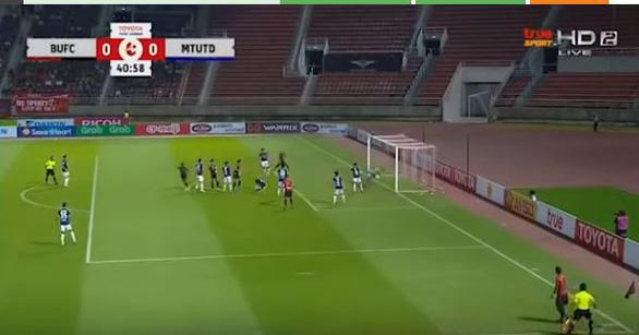 Muangthong United thua nhưng báo Thái chấm Văn Lâm điểm cao nhất - Ảnh 2.