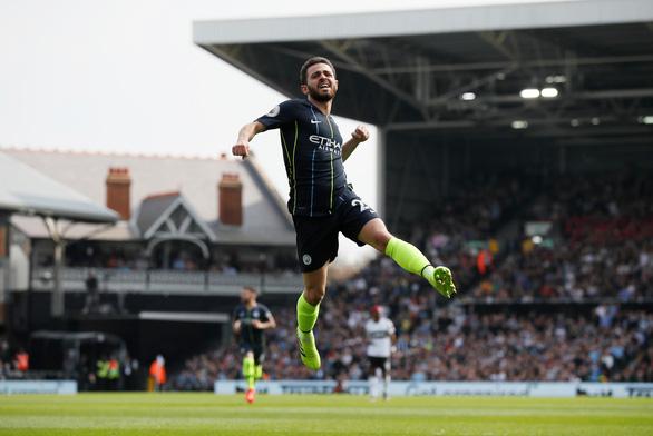 Aguero ghi siêu phẩm, M.C gia tăng áp lực lên Liverpool - Ảnh 1.