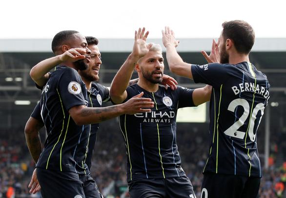 Aguero ghi siêu phẩm, M.C gia tăng áp lực lên Liverpool - Ảnh 3.