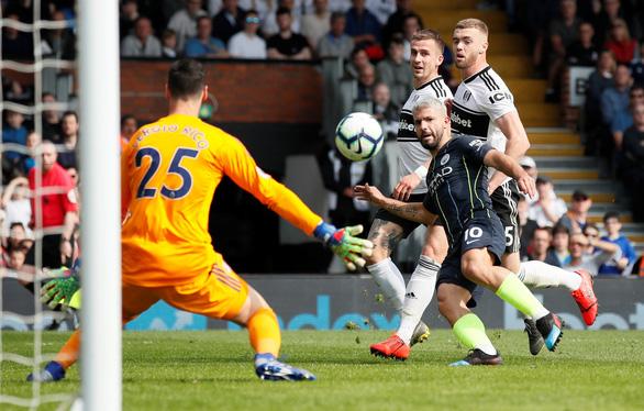Aguero ghi siêu phẩm, M.C gia tăng áp lực lên Liverpool - Ảnh 2.