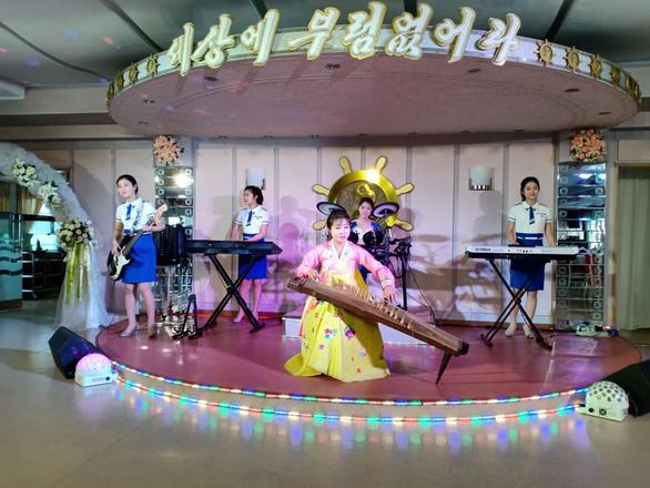 Nhiều quy định 'oái oăm', du lịch Triều Tiên vẫn sốt với khách Việt - Ảnh 4.