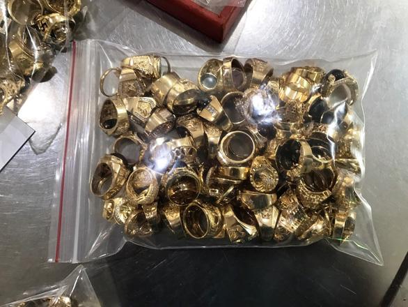 Trả 225 lượng vàng và gần 5 tỉ cho chủ tiệm vàng - Ảnh 1.
