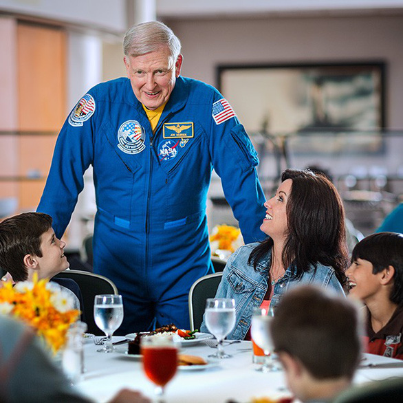 Ghé Trung tâm vũ trụ Kennedy tham quan sao Hỏa - Ảnh 2.