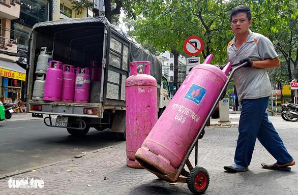 Giá gas tiếp tục tăng thêm 7.000 đồng/bình 12kg - Ảnh 1.