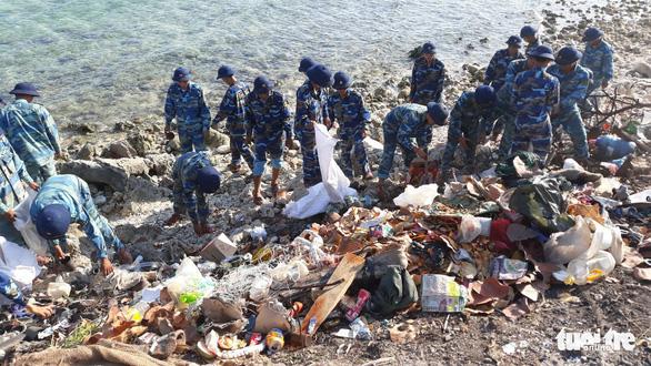 5.000 cán bộ chiến sĩ Vùng 4 Hải quân ra quân làm sạch biển - Ảnh 3.