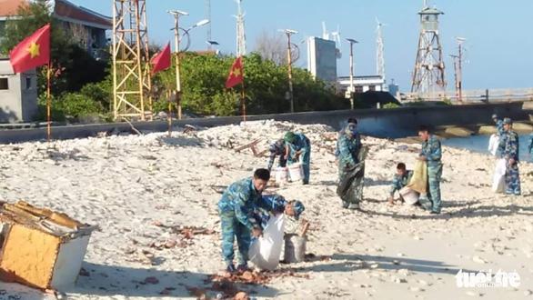 5.000 cán bộ chiến sĩ Vùng 4 Hải quân ra quân làm sạch biển - Ảnh 5.