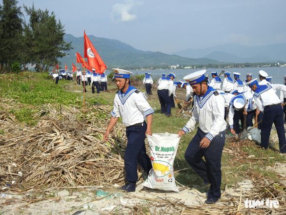 5.000 cán bộ chiến sĩ Vùng 4 Hải quân ra quân làm sạch biển - Ảnh 6.