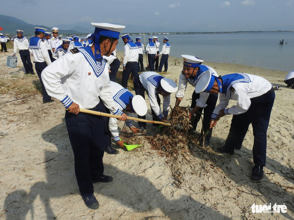 5.000 cán bộ chiến sĩ Vùng 4 Hải quân ra quân làm sạch biển - Ảnh 8.