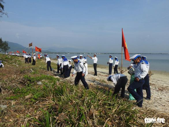 5.000 cán bộ chiến sĩ Vùng 4 Hải quân ra quân làm sạch biển - Ảnh 9.