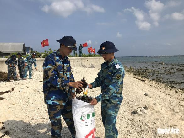5.000 cán bộ chiến sĩ Vùng 4 Hải quân ra quân làm sạch biển - Ảnh 10.