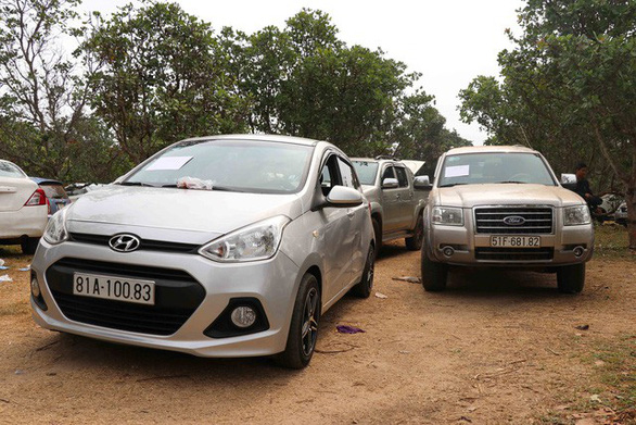 Đột kích ổ bạc trong núi, thu giữ hơn 60 ôtô của 130 con bạc - Ảnh 1.