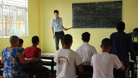 Thầy giáo của những học trò học trước quên sau - Ảnh 1.