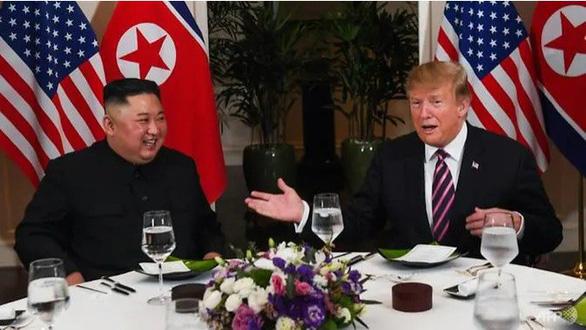 Đầu bếp thượng đỉnh tiết lộ thói quen ẩm thực của ông Trump và ông Kim - Ảnh 1.