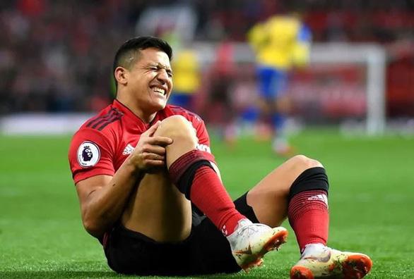 Alexis Sanchez nghỉ thi đấu 6 tuần khi M.U sắp 'tử chiến' PSG, Arsenal - Ảnh 1.