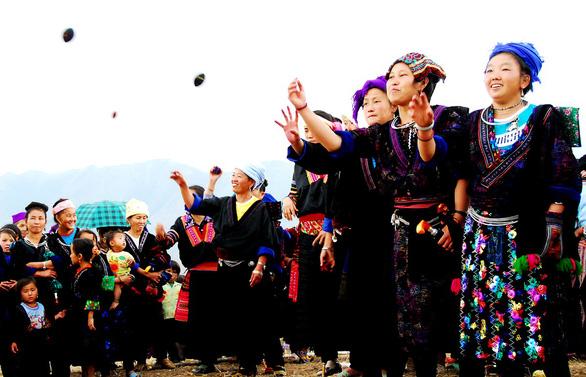 Chi hơn 200 tỉ bảo tồn trang phục truyền thống, hiệu quả quá mơ hồ! - Ảnh 1.
