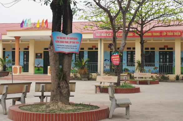 Vụ thầy giáo bị tố quấy rối học sinh: Sẽ họp báo công khai kết quả điều tra - Ảnh 1.