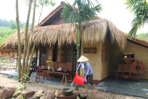 Khu nghỉ dưỡng đẹp tuyệt... xây chui trong rừng phòng hộ - Ảnh 1.