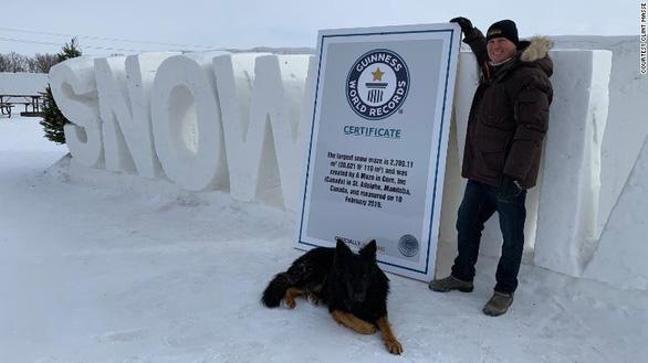 Một nông dân Canada xây mê cung tuyết lớn nhất thế giới - Ảnh 1.