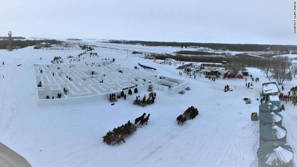 Một nông dân Canada xây mê cung tuyết lớn nhất thế giới - Ảnh 4.