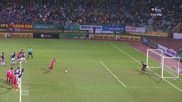 Trọng tài gây hàng loạt tranh cãi ở trận Hà Nội thắng Viettel - Ảnh 4.