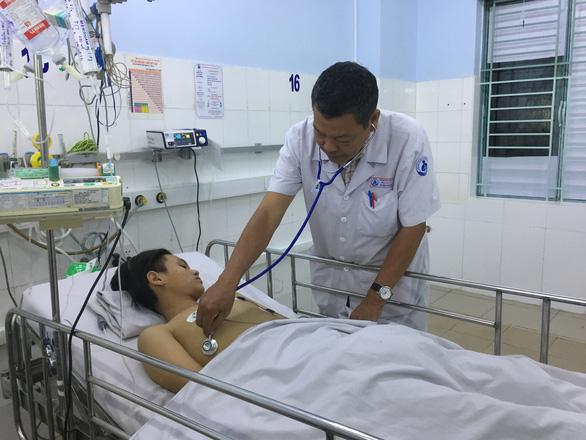 Cứu sống bệnh nhi nguy kịch nhờ máy tim phổi nhân tạo - Ảnh 1.