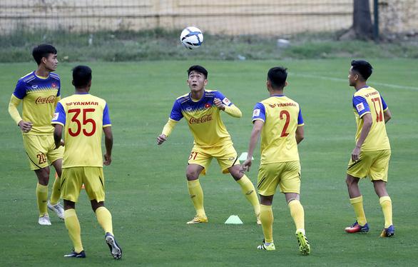 U-23 Việt Nam đón hai trợ lý mới ngày đầu tập trung - Ảnh 1.