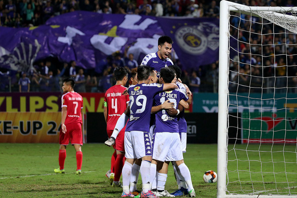 Trọng tài gây hàng loạt tranh cãi ở trận Hà Nội thắng Viettel - Ảnh 6.