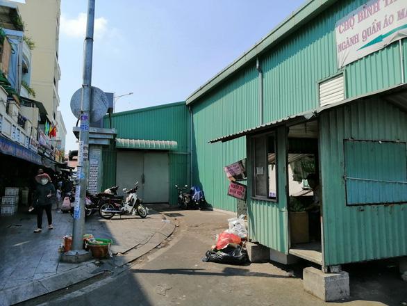 TP.HCM yêu cầu tháo dỡ chợ tạm Bình Tây chiếm dụng lòng đường - Ảnh 2.