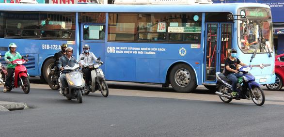 177 tỉ đồng quảng cáo trên xe buýt: chẳng ai quan tâm - Ảnh 2.