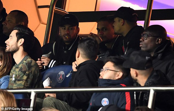 Neymar phẫn nộ với VAR sau khi PSG thua đau M.U - Ảnh 1.