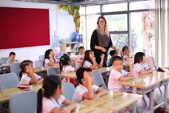 IEC Quảng Ngãi dành nhiều đãi ngộ cho giáo viên - Ảnh 3.
